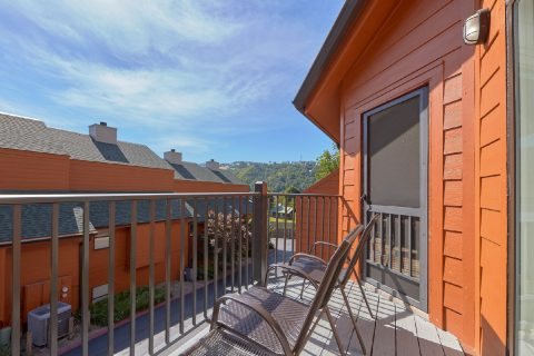 Luxurious Gatlinburg Condo with private balcony - Hearthstone