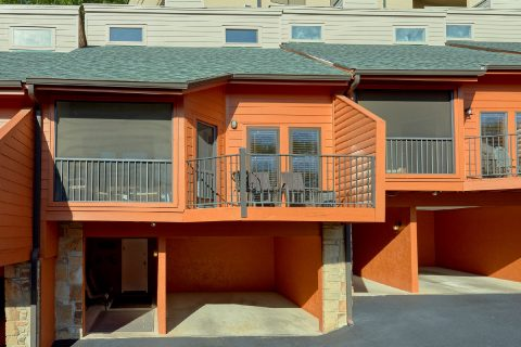 Luxurious 3 bedroom condo with covered parking - Hearthstone