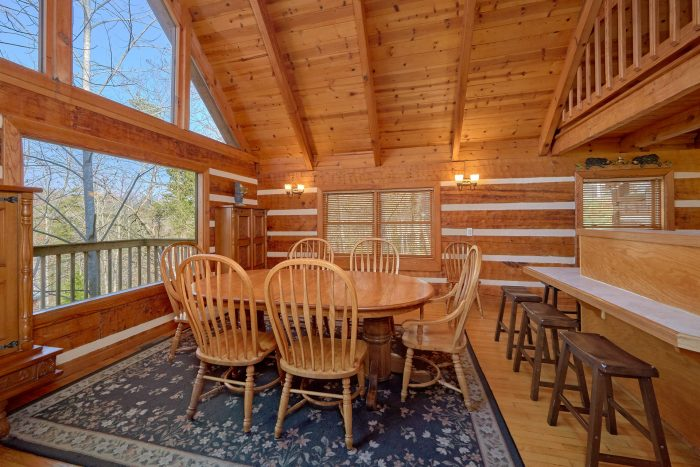 Affordable 5 Bedroom Cabin with Dining Room - Hearts Desire
