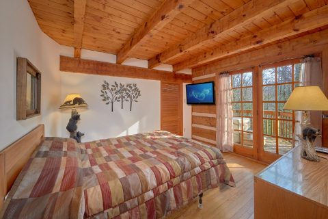 Main Level Queen Bedroom with Flat Screen TV - Hearts Desire