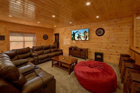 Theater Room 4 Bedroom Cabin Sleeps 10 - Heavenly Hideaway