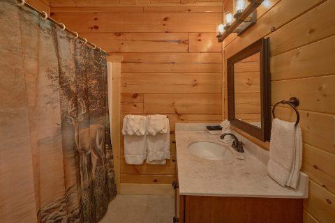 Luxury 5 Full Bath Rooms 4 Bedroom Cabin - Heavenly Hideaway
