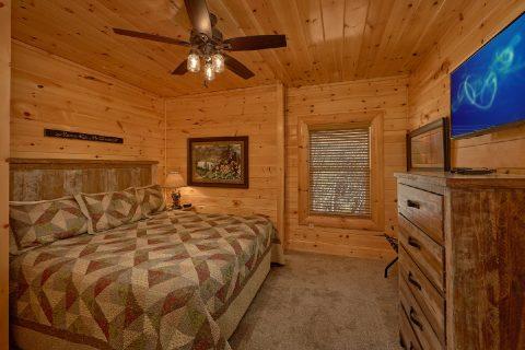 Master Suite 4 Bedrom Cabin Sleeps 10 - Heavenly Hideaway