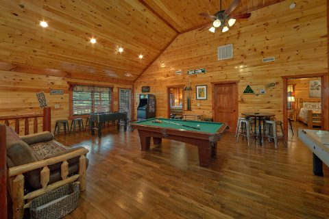 Large Game Room with Pool Table and Arcades - Heavenly Retreat Lodge