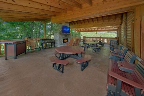 Large Covered Outside Area 12 Bedroom Sleeps 54 - Heavenly Retreat Lodge