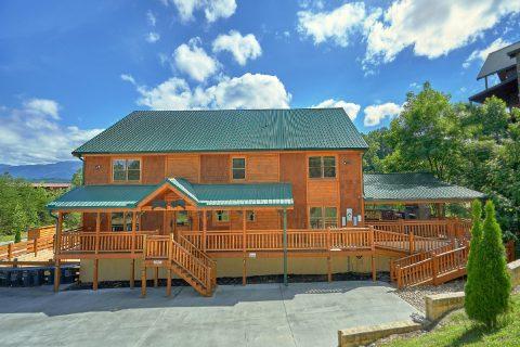 12 bedroom 16 Bath Cabin Sleeps 54 Large Parking - Heavenly Retreat Lodge