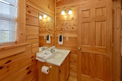 Private Cabin Sleeps 6 with Main Level Bathroom - Heaven's Gift