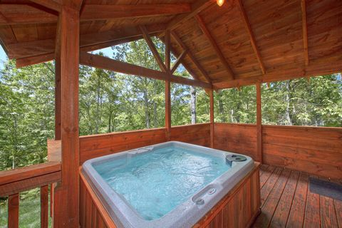 Premium Gatlinburg Cabin with Private Hot Tub - Hemlock Hideaway