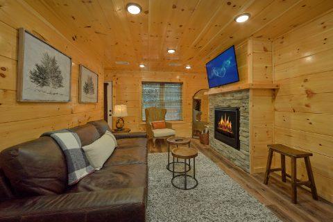 Premium 2 bedroom cabin with gas fireplace - Hemlock Splash