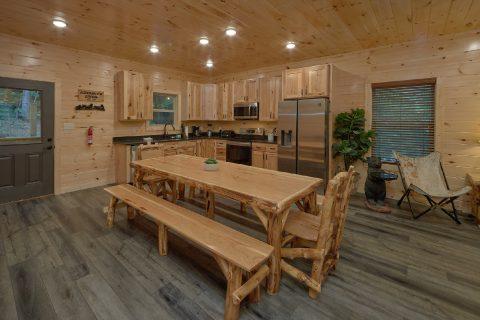 Large Open Kitchen 5 Bedroom Cabin - Hibernation Station