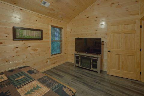 Spacious 5 Bedroom 4.5 bath Cabin Sleeps 18 - Hibernation Station