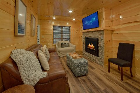 Living room with fireplace in 2 bedroom cabin - Hickory Splash