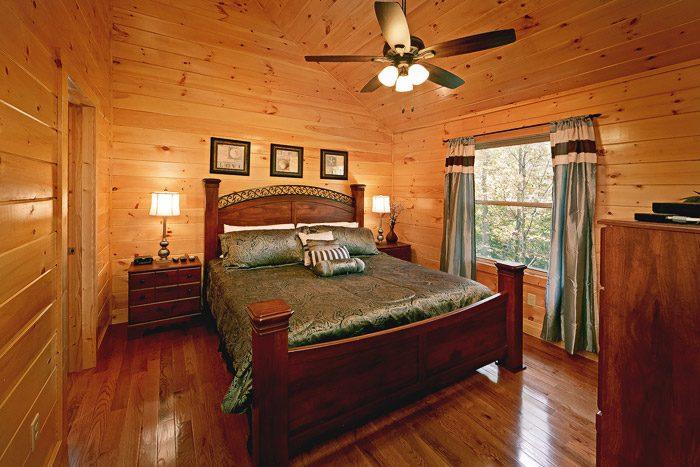 Cabin with King Bedroom - Hickory Splash