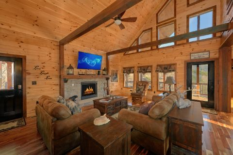 Luxury 4 Bedroom Cabin Sleeps 12 - Hideaway Dreams