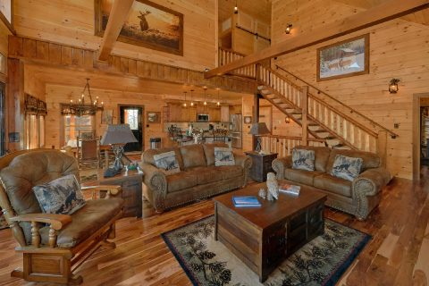 Spacious 4 bedroom Cabin Sleeps 12 - Hideaway Dreams