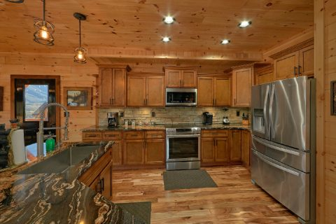 Luxurious Kitchen 4 Bedroom Cabin Sleeps 12 - Hideaway Dreams