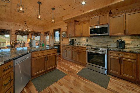 Spacious New Kitchen 4 Bedroom Cabin - Hideaway Dreams