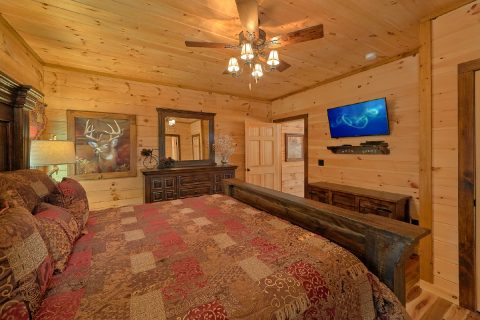 Flat Screen TV's in Every Room 4 Bedroom Cabin - Hideaway Dreams