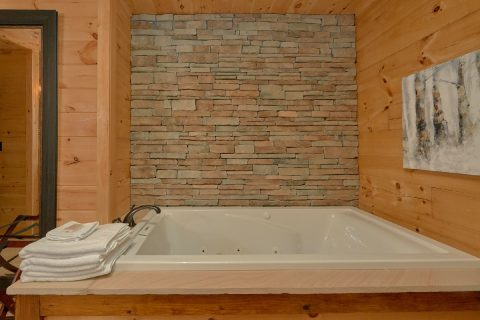 Main Floor Master Suite with Jetted Tub - Hideaway Dreams