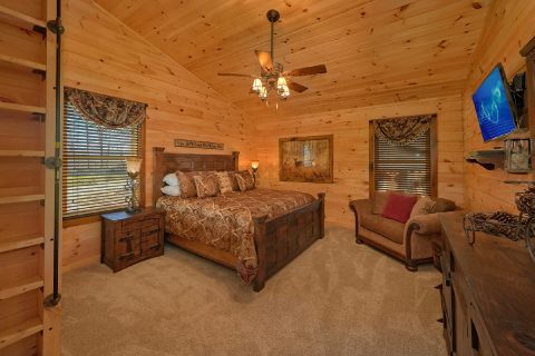 2nd Top Floor Master King Bedroom - Hideaway Dreams