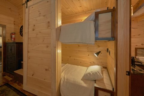 4 Bedroom Cabin with Extra Sleeping Twin Beds - Hideaway Dreams