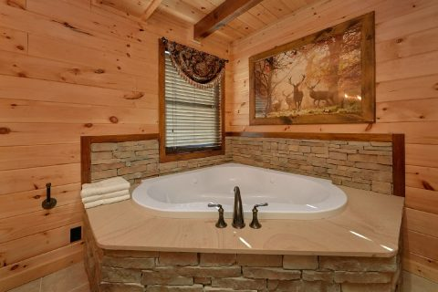 Master Suite with Jacuzzi Tub - Hideaway Dreams