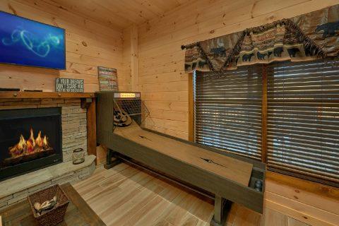 Shuffel Board Game Room Cabin Sleeps 12 - Hideaway Dreams