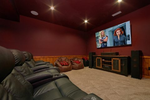 Beautiful 4 Bedroom Cabin wiht Theater Room - Hideaway Dreams