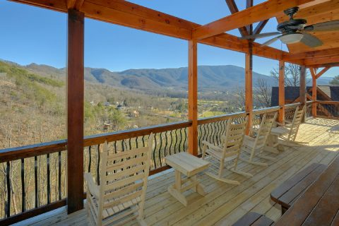 Spectacular Views 4 Bedroom Cabin with Rockers - Hideaway Dreams