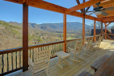 Spectacular Views 4 Bedroom Cabin with Rockers - Hideaway Dreams
