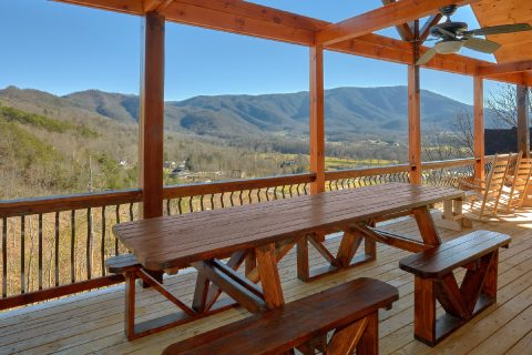 Spectacular Views 4 Bedroom Cabin Picnic Table - Hideaway Dreams