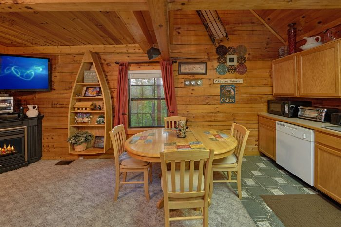 2 Bedroom Cabin Sleeps 6 with Dining Room - Hide-A-Way Point
