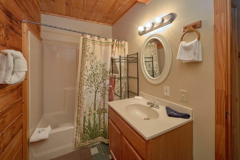 2 Bedroom Cabin with 2 Full Bath Rooms - Hide-A-Way Point