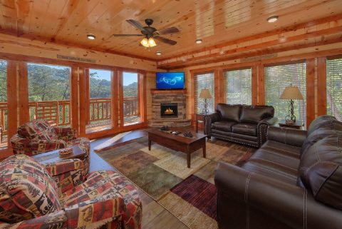 6 Bedroom Pool Cabin with a fireplace - High Dive