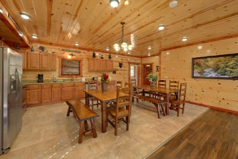 6 Bedroom Cabin with dining room tables - High Dive