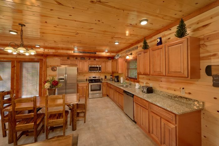 6 Bedroom Cabin with a fully stocked kitchen - High Dive