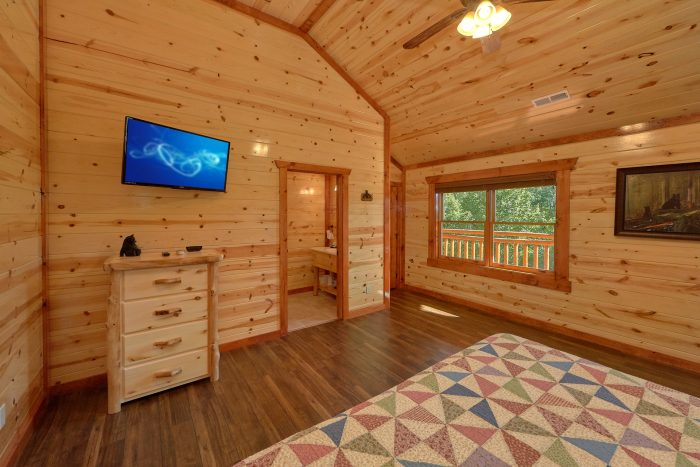 6 Bedroom Cabin with a TV in all bedrooms - High Dive