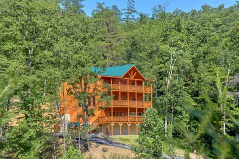 Brand-New 6 Bedroom Cabin with a Private Pool - High Dive