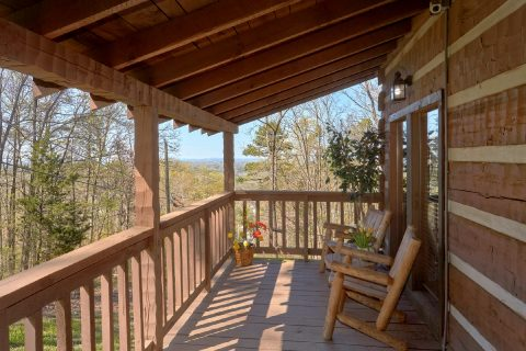 2 Bedroom cabin with Rocking Chairs and View - Hillbilly Deluxe