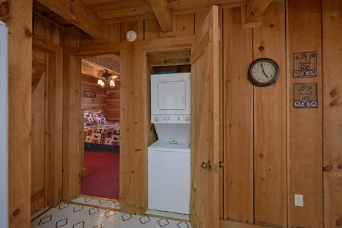 Rustic cabin with washer and dryer - Hillbilly Deluxe