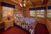 2 bedroom cabin with Private queen bedroom