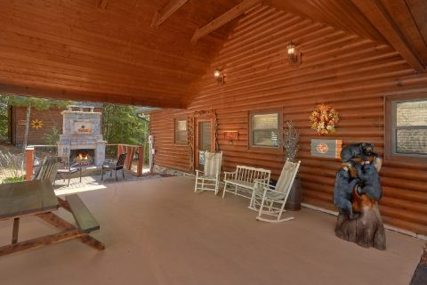 4 Bedroom cabin with Outdoor Fireplace - Hillbilly Hideaway