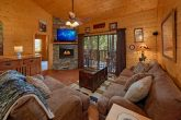 Cozy 4 bedroom cabin with Living room fireplace