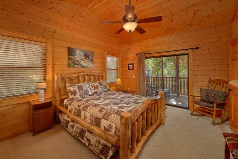 Master Bedroom with Queen bed and Private Bath - Hillbilly Hideaway