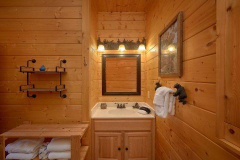 Spacious Master bath in 4 bedroom cabin rental - Hillbilly Hideaway