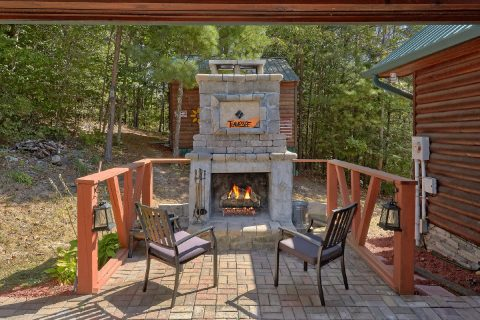 Outdoor Fireplace at Luxury 4 bedroom cabin - Hillbilly Hideaway
