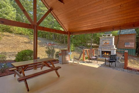 Cabin with outdoor fireplace and picnic table - Hillbilly Hideaway