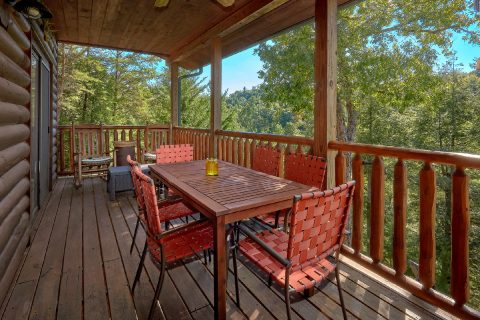 4 Bedroom cabin with Mountain View from deck - Hillbilly Hideaway