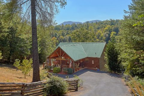Private 4 bedroom cabin with Mountain View - Hillbilly Hideaway