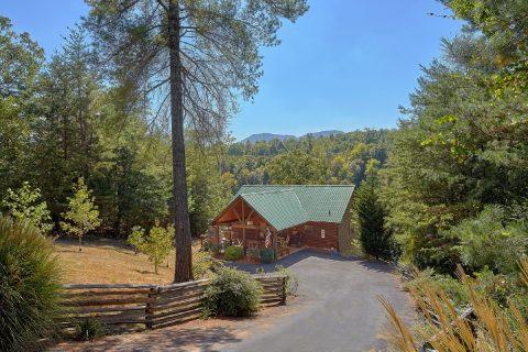 Private 4 bedroom cabin in Cedar Falls Resort - Hillbilly Hideaway